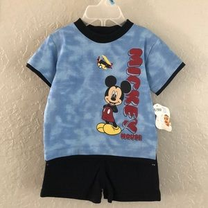 Disney 2 piece set with Mickie M size 6 to 9 boys